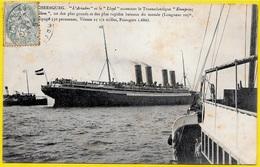 """CPA 50 CHERBOURG - """"L'Ariadne"""" Et Le """"LLoyd"""" Accostant Le Transatlantique """"Kronprinz Wilhem"""" * Bateau Ship Paquebot - Paquebots"""