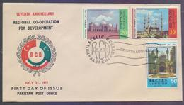 PAKISTAN 1971 FDC - Mosques, RCD 7th Anniversary, Joint Issue With IRAN And TURKEY, Complete Set On First Day Cover - Pakistán