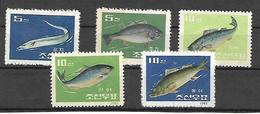 COR004 - 1962 COREA DEL NORD - PESCI - NUOVI - Corea Del Nord