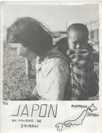 PHOTO SIGNEE  ROBILLARD N° 34 ORIGINALE ANCIENNE DE 15CM/11CM : ENFANTS DU VILLAGE DE SHIKAOI NORKAIDO JAPON - Lieux