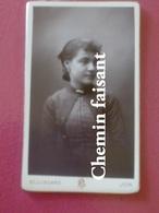 Avant 1900 CDV Photographie Originale D'une Femme -  BELLINGARD Lyon 69 - Scans Recto-verso - Photographs