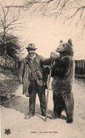 96Hyr  Montreur D'ours Du Pays Dans Les Pyrenées - France