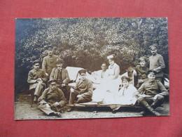 RPPC   War 1914-18  Injured German Soldiers With Nurse     Ref 3421 - War 1914-18