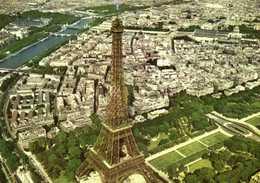 CPSM Grand Format PARIS  Vue Aérienne La Tour Eiffel Le Champ De Mars La Seine Pilote Operateur R  HENRARD RV Edit Greff - Notre Dame De Paris