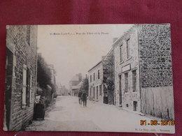 CPA - Bais - Rue De Vitré Et La Poste - Sonstige Gemeinden
