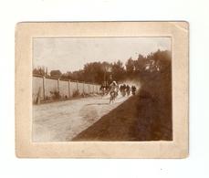 FO--153-- FOTO ORIGINALE - GARA CICLISTICA PRIMI ANNI DEL 1900 SU SUPPORTO DI CARTONE - Ciclismo