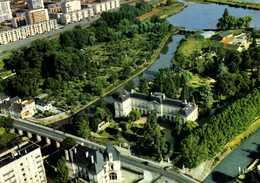 MONTARGIS  L'Hotel De Ville Et Le Jardin Durzy Vue Aérienne Pilote Et Operateur R Henrard RV  Edit Valloire - Montargis