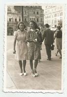 Women On A Walk In Sofia Az165-202 - Persone Anonimi