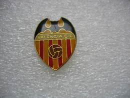 Pin's Embleme Du Valence Club De Football, Club De Football Espagnol Fondé Le 18 Mars 1919 - Football