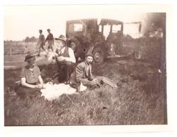 MORNAY SUR ALLIER   PIQUE NIQUE A COTE DE L'AUTOMOBILE  AOUT 1936  LES 2 PHOTOS - Lieux