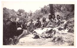 PASSABLE   JEUNES GENS EN MAILLOT DE BAIN PIQUE NIQUE  JUILLET 1945 - Lieux