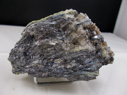 STIBINE SUR QUARTZ CRISTALLISE AU DOS  8, X 5,5 CM LEYVAUX - Mineralien