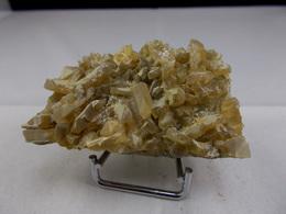BARYTINE JAUNE EN SIFFLET  6,5 X 3,5 CM LANGEAC - Minéraux