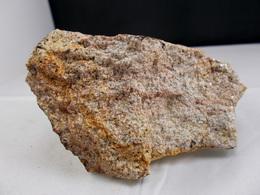 AUTUNITE SUR GRANITE Réagit Bien Aux UVL  9, X 6, CM AUVERGNE - Minéraux