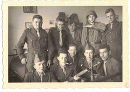 VIEILLE VERITABLE PHOTO DENTELEE GROUPE DE SOLDATS MILITAIRE DU 42e Régiment Territorial 1e CIE SP 54381  A IDENTIFIER - Lieux