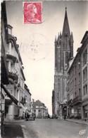 50 - COUTANCES : Rue Geoffroy De Montbray - CPSM Dentelée Noir Blanc Format CPA 1957 - Manche - Coutances