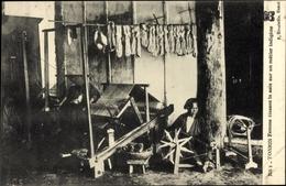Cp Tonkin Vietnam, Femme Tissant La Soie Sur Un Metier Indigene, Seidenweber - Costumes