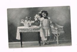 Fillette,table,fauteuil En Osier.Expédié De Mons à Liège. - Portraits