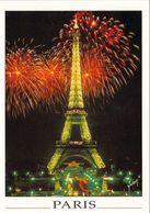 1 AK Frankreich France * Paris - Feuerwerk Am Eifelturm * - Tour Eiffel