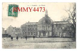 CPA - Le Musée, Place Bien Animée En 1911 - LOUVIERS 27 Eure - Edit. Edit. Julien N° 11 - Scans Recto-Verso - Louviers