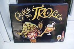 PLAQUE PUBLICITAIRE EN TOLE EN RELIEF BIÈRE CUVÉE DES TROLLS 41.5 /31.5 CM - Advertising (Porcelain) Signs