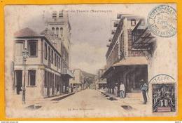 """1 C Type Groupe Obl Sur CPA De 1905 : MARTINIQUE   -  Fort De France """" La Rue Schoelcher """" - Martinique (1886-1947)"""