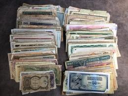 Lot De + De 1000 Billets Monde Dans L état - Banknotes