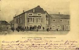 88 - LIFFOL LE GRAND / LA PLACE D'ARMES / A 464 - Liffol Le Grand