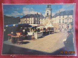 CPM GF - Rennes - Vues Autour De La Place Ste-Anne - Le Marché Aux Bouquinistes - Rennes