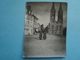 50 - Saint Lo - Photo 8cm X 10cm - Deux Réfugiés Sur La Place - 1918 - Saint Lo