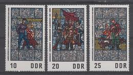 SERIE NEUVE D'ALLEMAGNE ORIENTALE - PEINTURES SUR VERRE DU MUSEE DU RESISTANT DE SACHSENHAUSEN N° Y&T 1042 A 1044 - Verres & Vitraux