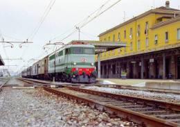 56 FS Treni E 646.158 Mortara (PV) Tpaívo Rairoad Trein Railways Zug Treno Steam Chemin De Fer Breda - Stazioni Con Treni