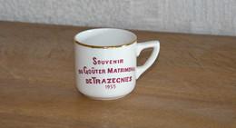 Tasse En Porcelaine Souvenir Du Goûter Matrimonial De Trazegnies 1955 (Boch) - Tasses