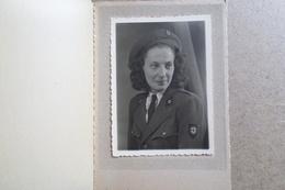 Jeune FEMME Prénom Thérése 1947 - Photo De A.PIACENTINI Longwy Haut - Croix Rouge ( Photo Photographe ) - Persone Anonimi