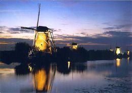 1 AK Niederlande * Kinderdijk Das Dorf Mit Den 19 Windmühlen - Kinderdijk Gehört Seit 1997 Zum UNESCO Weltkulturerbe * - Kinderdijk