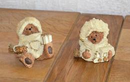 Paire De Figurines De Noël (ours Avec Bonnet, écharpe, Cadeaux) - Cerámica Y Alfarerías