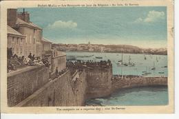 Saint Malo Les Remparts Un Jour De Regates Au Loin St Servant - Saint Malo