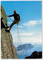 NORWEY   FJELLKLATRER  RAFTSUNDFJELLENE          LILLE  MOLLA OG DKROVA I BAKGRUNNEN   (VIAGGIATA) - Norvège
