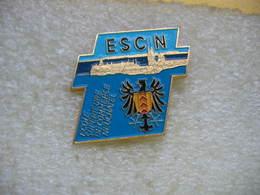 Pin's ECSN (Ecole Supérieure De Commerce à NEUCHATEL) En Suisse - Administrations