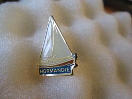 PIN'S   BATEAU  NORMANDIE  VOILIER - Boats