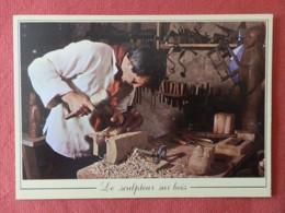 CP Les Métiers  D'Antan , 15 , Le Sculpteur Sur Bois Avec Le Concours De L'atelier Des Marandes à Dampierre/Bouhy (059) - Autres