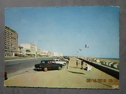 CP 85 SAINT JEAN DE MONTS - Le Remblai , Esplanade De La Mer , Voiture Peugeot 403 En 1965 - Saint Jean De Monts