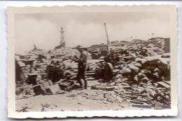 Foto Photo - Oorlog Guerre 1939 - 1945 - Zeebrugge - Strand - Plage - Duits Soldaat Tussen Puin - N°6 - Guerre, Militaire