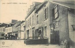 CPA 03 Allier St Saint Yorre Rue Centrale Hotel Café Epicerie Mercerie Attelage - Autres Communes