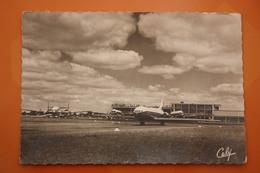 Airport - Aérogare De Toulouse Blagnac Avions Au Parking CARAVELLE DC 4 BREGUET - Aeródromos