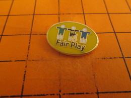 313c Pins Pin's / Rare & TB état / THEME : SPORTS / FOOTBALL FAIR PLAY Alors Que Ni Le Sportif Ni Le Financier Ne Sont R - Football