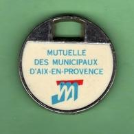 1 Jeton De Caddie *** MUTUEL DES MUNICIPAUX AIX-EN-PROVENCE *** (0345) - Trolley Token/Shopping Trolley Chip