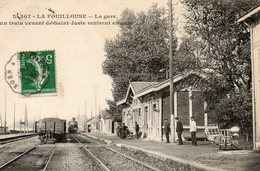 La  Fouillouse -   La  Gare - Un  Train  Venant  De  St - Juste  Rentrant  En  Gare. - France