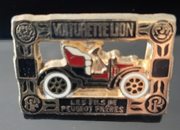 PIN'S PEUGEOT VOITURETTE LION FILS PEUGEOT FRERES HELIUM VOITURE ANCIENNE TACOT BADGE ANTIQUE CAR CARRO AUTO TRANSPORT - Peugeot