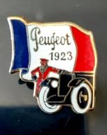 PIN'S PEUGEOT AUTOMOBILES 1923 DRAPEAU FRANCE HELIUM VOITURE ANCIENNE TACOT BADGE ANTIQUE CAR CARRO AUTO TRANSPORT - Peugeot